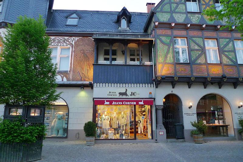 Jeans Corner Filiale im historischen Emisch-Haus in Lichterfelde-West