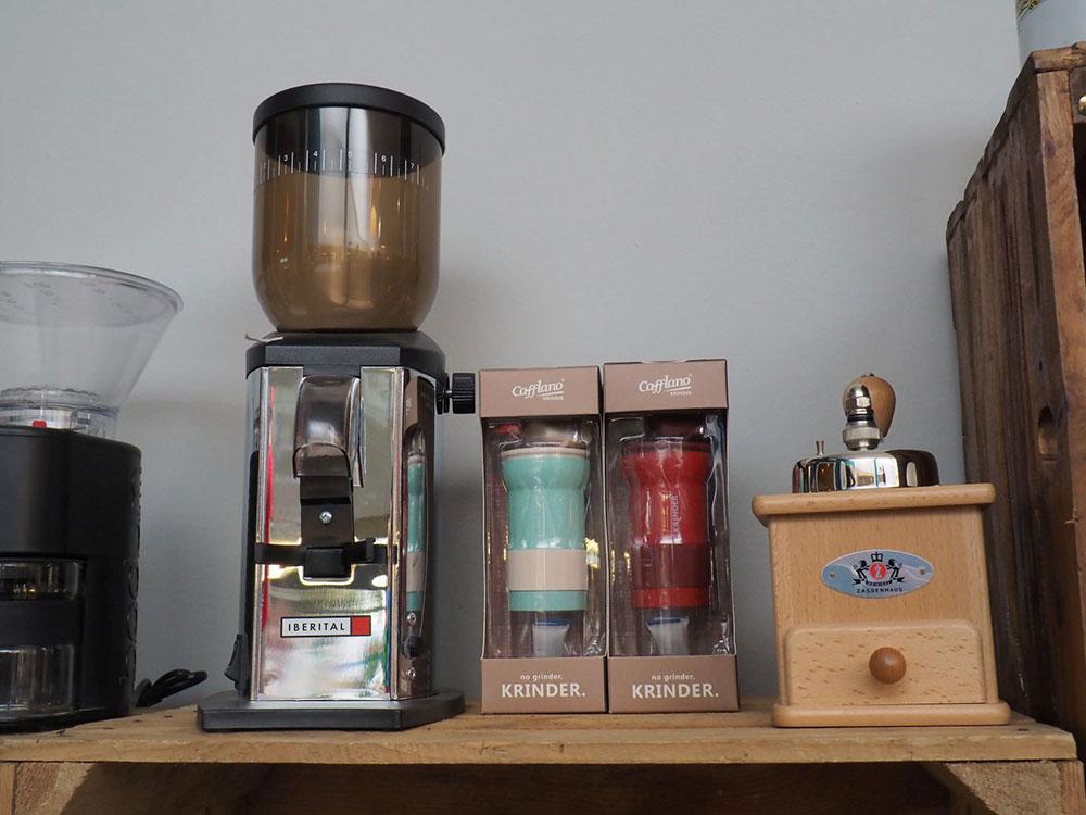Toms Kaffeerösterei in Berlin-Zehlendorf // Hand- und Elektromühlen