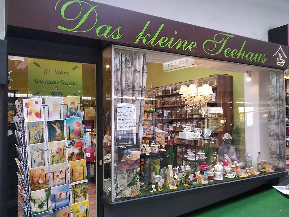 Impressionen aus dem Teeladen in Onkel Toms Ladenstraße in Berlin-Zehlendorf