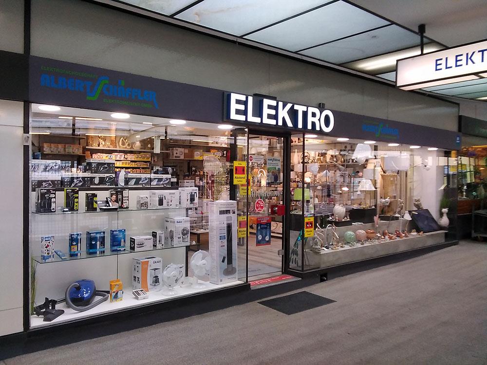 Impressionen aus dem Elektroladen in Onkel Toms Ladenstraße in Berlin-Zehlendorf