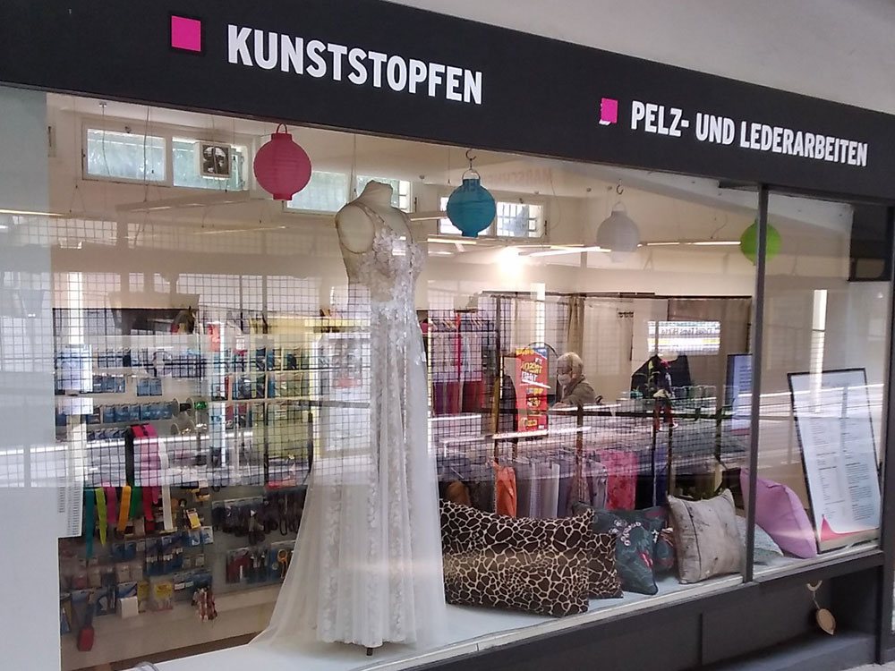 Impressionen aus der Maßschneiderei in Onkel Toms Ladenstraße in Berlin-Zehlendorf