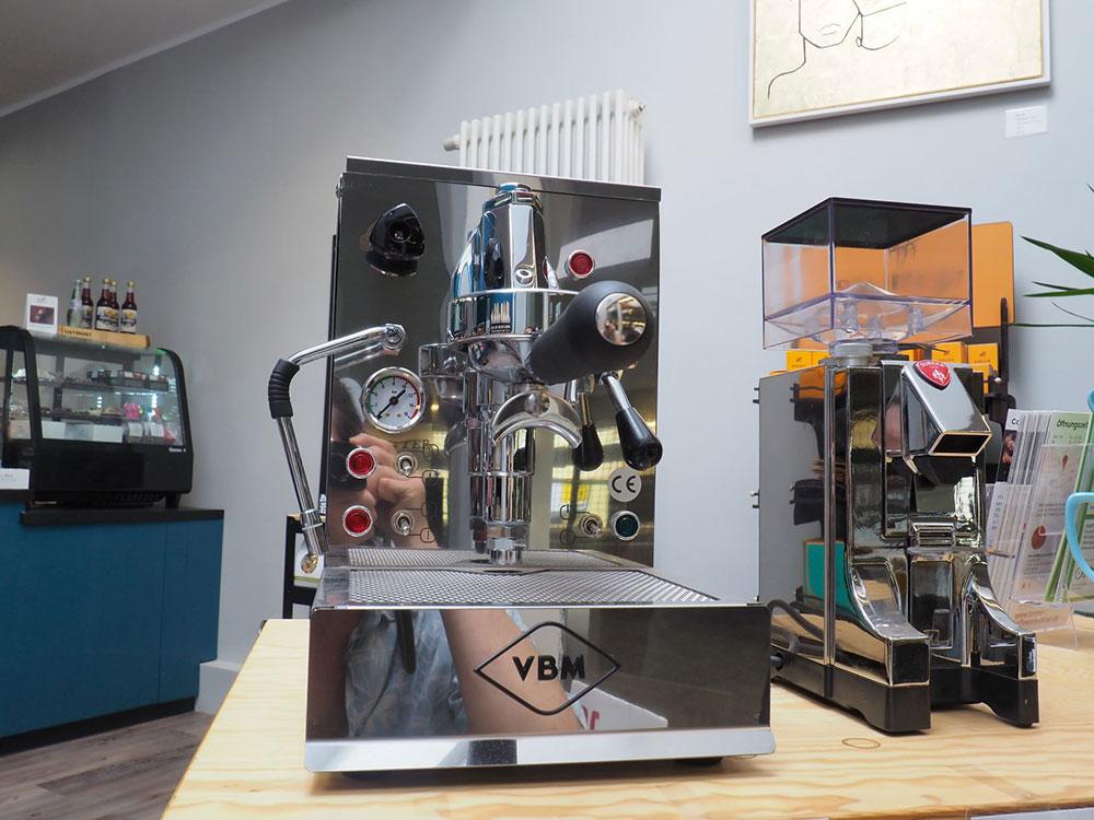 Toms Kaffeerösterei in Berlin-Zehlendorf // Siebträgermaschine von Vibiemme