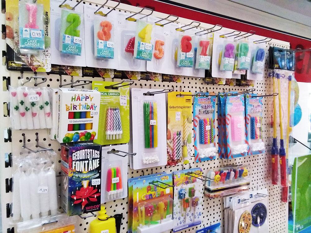 Alles für den Kindergeburtstag im Foto-Schreib-Spielwaren-Shop in Onkel Toms Ladenstraße