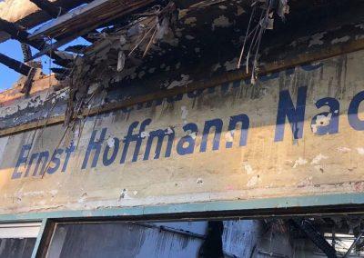 Historische Ladenbeschriftungen in Onkel Toms Ladenstraße