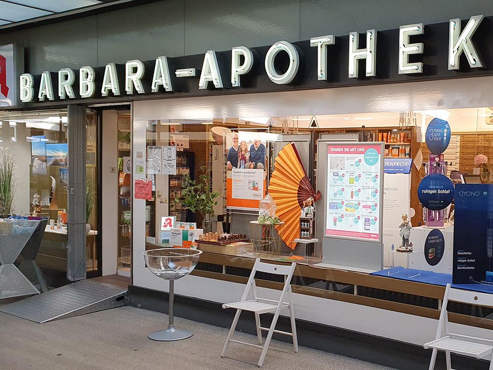 Die Barbara Apotheke in Onkel Toms Ladenstraße in Berlin-Zehlendorf