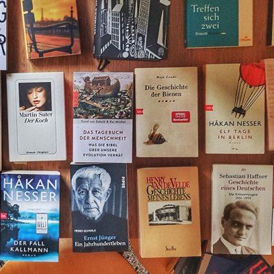 Büchertisch des Bruno Taut Ladens