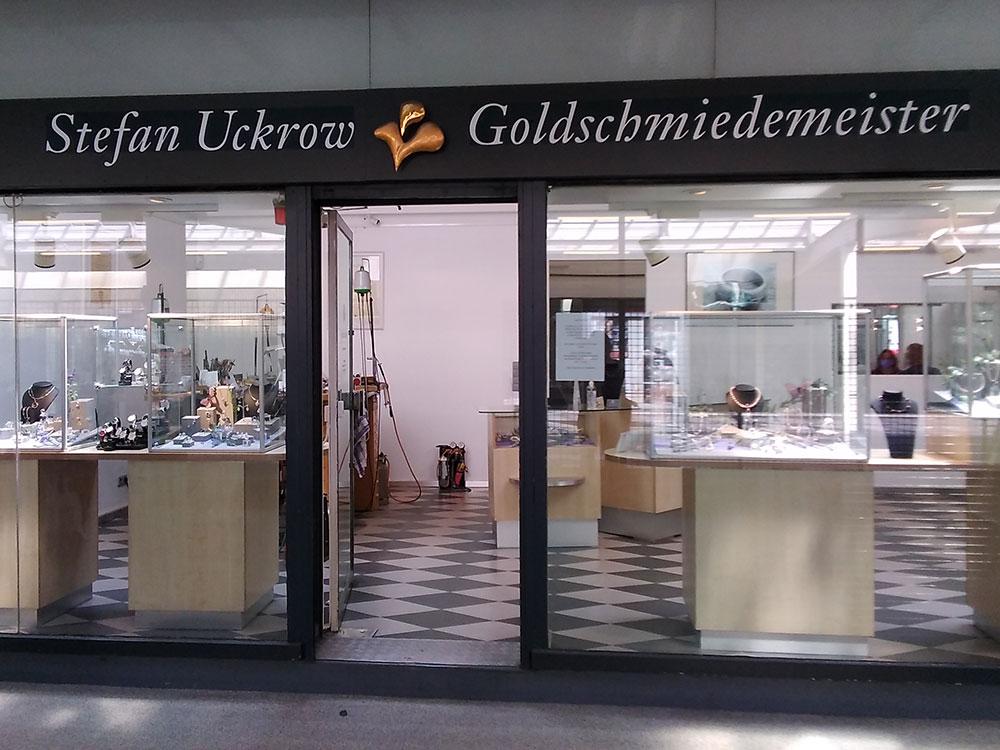 Goldschmiede Uckrow in Onkel Toms Ladenstraße in Berlin-Zehlendorf